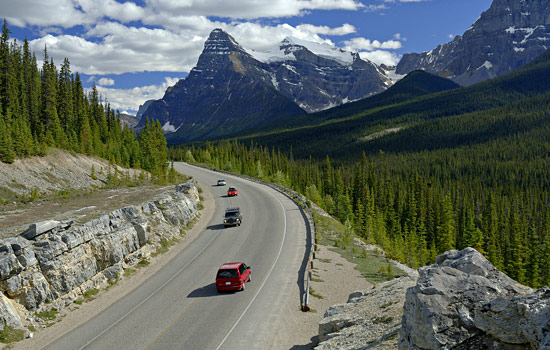 Canadian railway - Canadian train - You'll take the Icefields Parkway with breathtaking views along the way to Lake Louise.