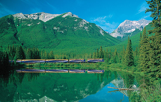 Canadian railway - Canadian train - After a day in Whistler, you'll travel on board the Rocky Mountaineer to Jasper.