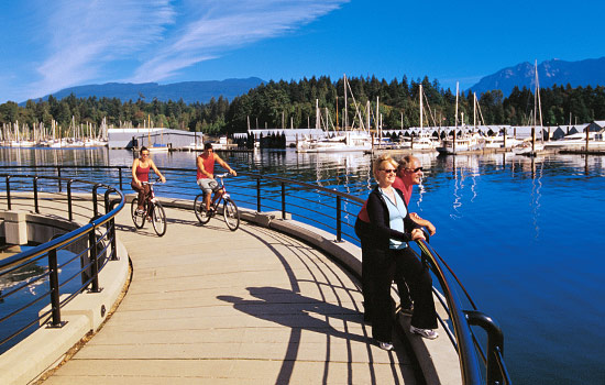 Discover Vancouver's hidden gems on a sightseeing tour, bike ride or a walk around Stanley Park.