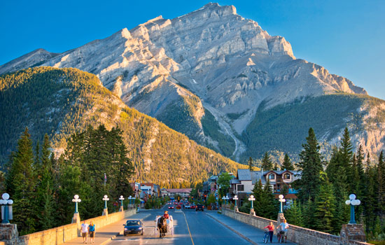 Canada rail - Canadian pacific railway - Spend time in Banff, Lake Louise and Jasper enjoying our guided excursions.