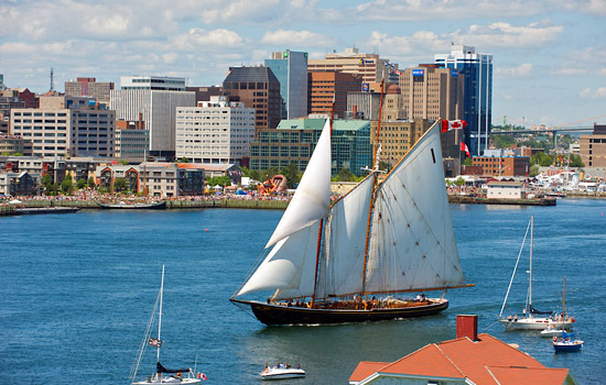 To arrive in the maritime city of Halifax with all the coastal beauty to discover.