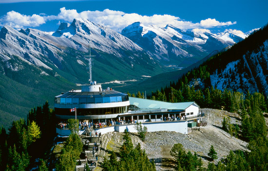 Rocky Mountaineer - Canada rail - Finish your Canada rail trip exploring the town of Banff and the spectacular surroundings.