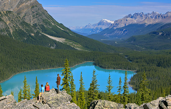 Canada tours - Canada travel guide - Discover the breathtaking vistas of the Canadian Rockies on this spectacular train journey.